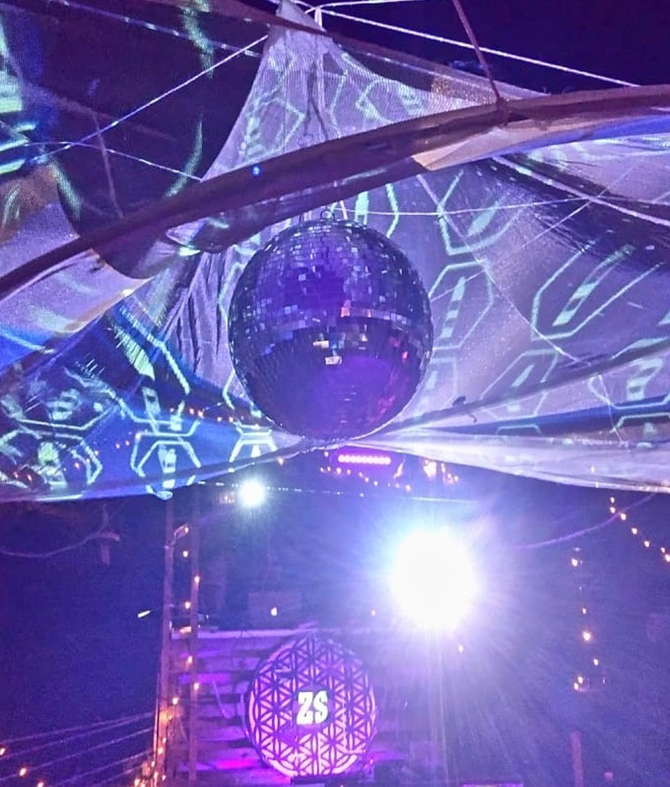 Event Messe Party Hochzeit Deko Lichtinstallation Festival Firmenfeier DJ buchen Geburtstagsfeier Jubiläum